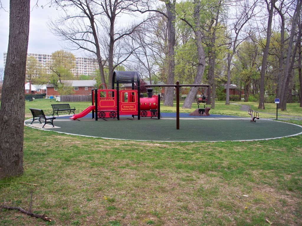 Tarleton Park Play Structure Alexandria VA